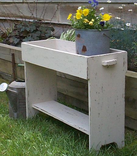 WN104 Old Crock Potting Bench