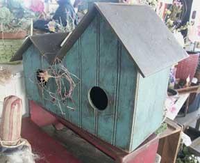 WN151 Primitive Birdhouse