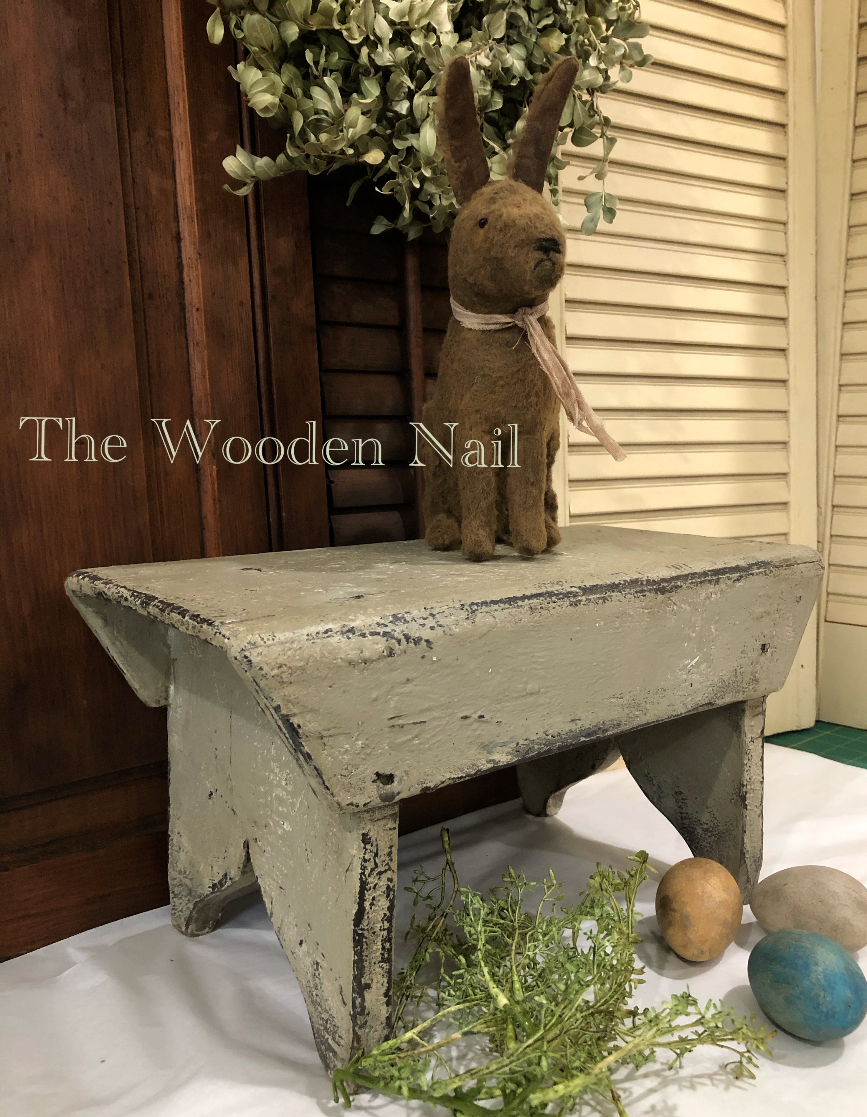 WN190 Plantation Stool